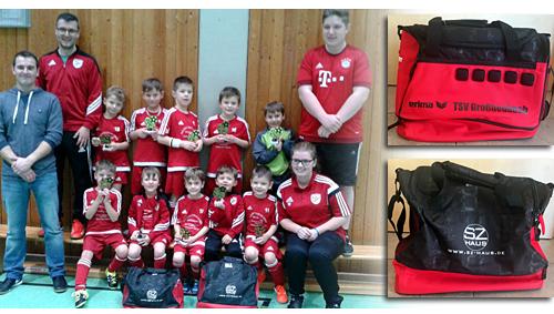 Neue Sporttaschen für die Bambinis des TSV-Großheubach